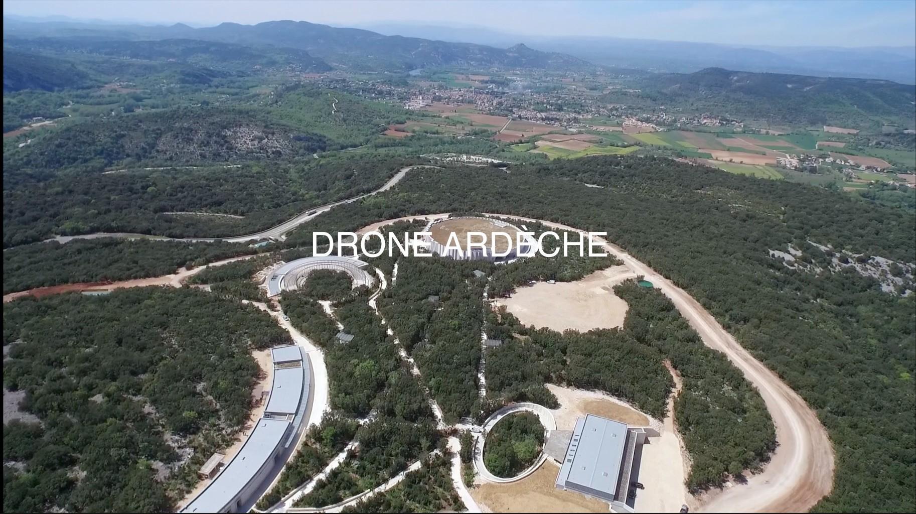 caverne du pont d'arc drone