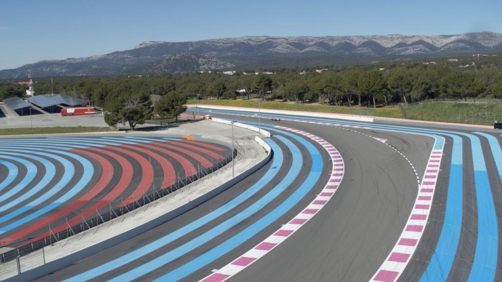 Prestataire Drone Paul Ricard Castellet Vidéo Aérienne Sur Circuit Automobile Suivi De Formule 1 | Drone automobile sur circuit | Formule 1 qui entre dans la courbe de Signes après la ligne droite du mistral