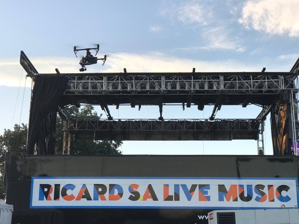 Drone ruoms Ardèche Vidéo drone - Vidéo aérienne Ruoms - Vidéo par drone festival - Société prise de vue aérienne par drone