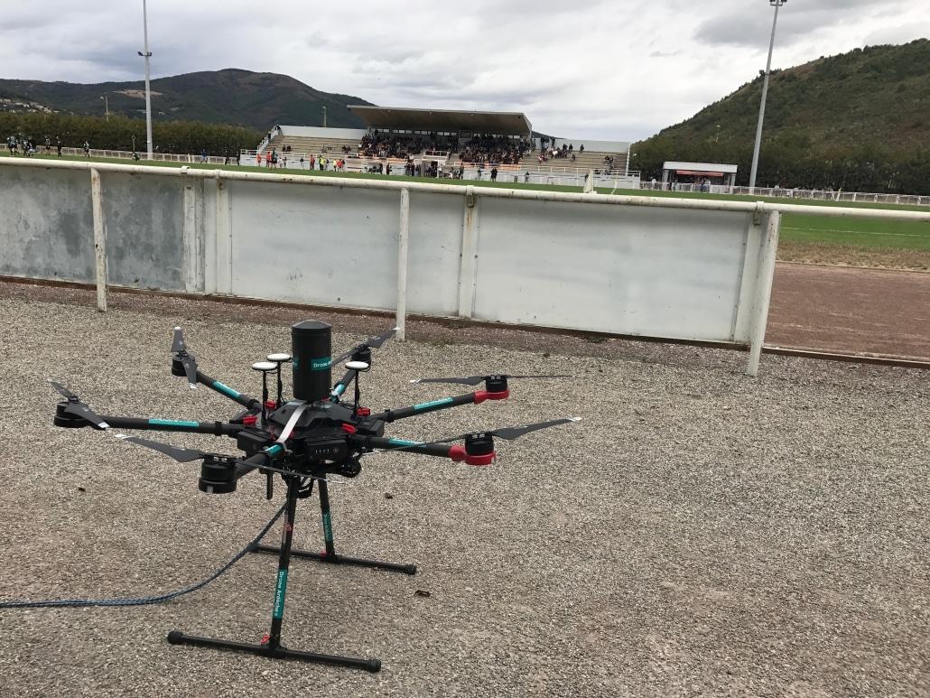 drone pour lacher de ballon de rugby