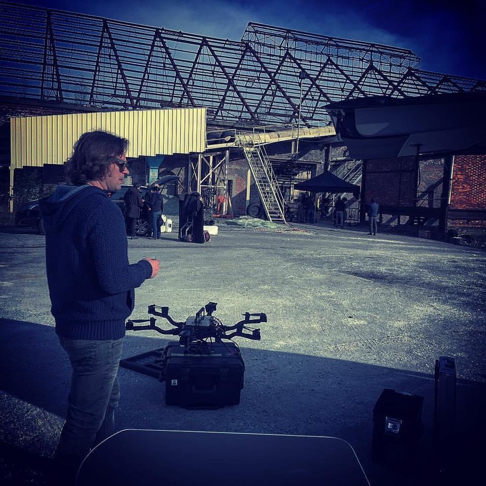 télépilote avec drone cinéma ALTA et movi Pro