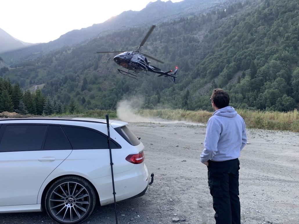 atterissage et décollage sur la commune de prise de vue vidéo en VR360 en hélicoptère
