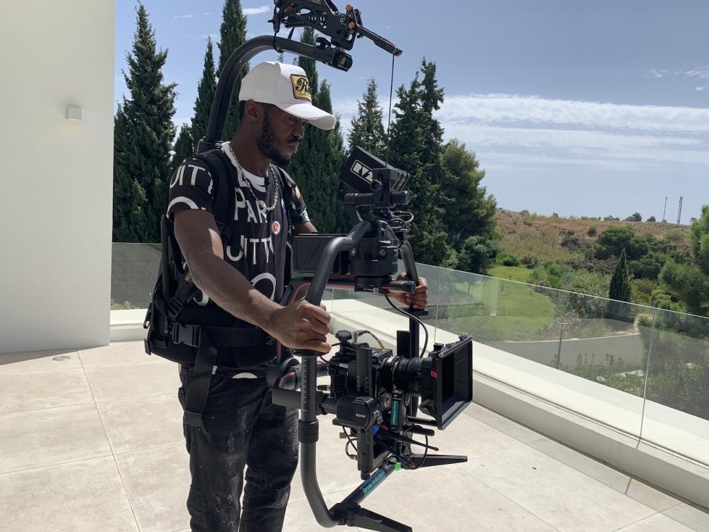 chef op réalisateur clip professionnel de rap Kaaris RED avec location de matériel de cinéma