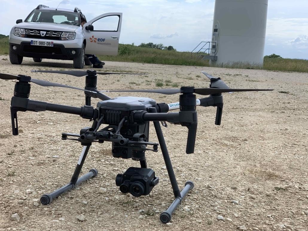 droniste pour inspection d'éolienne thermique