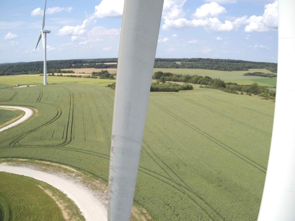 prise de vue aérienne pour inspection d'éolienne en France
