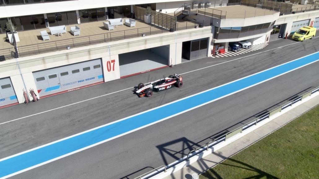 Formule 1 En Prise De Vue Drone Dans Les Stands Du Circuit Paul Ricard | Règlement drone sur circuit automobile
