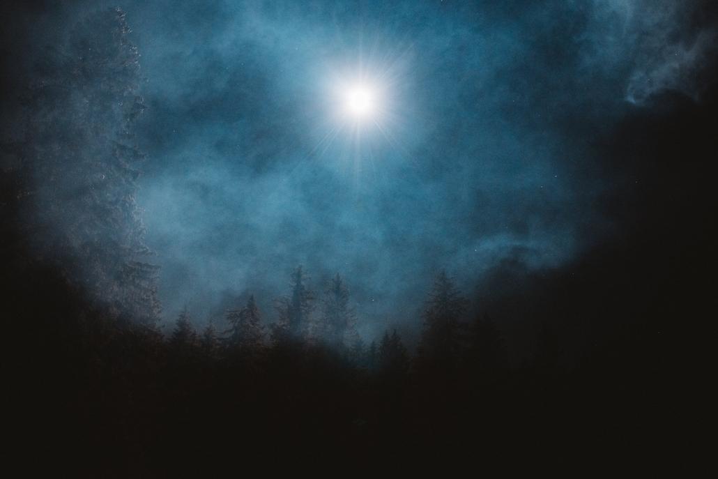 drone qui éclaire la nuit qui remplace la lune