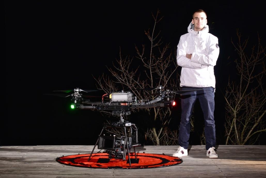 Opérateur Drone Cinema : Porter Une Venice Sous Un Drone Freefly Alta X  | Drone cinema France